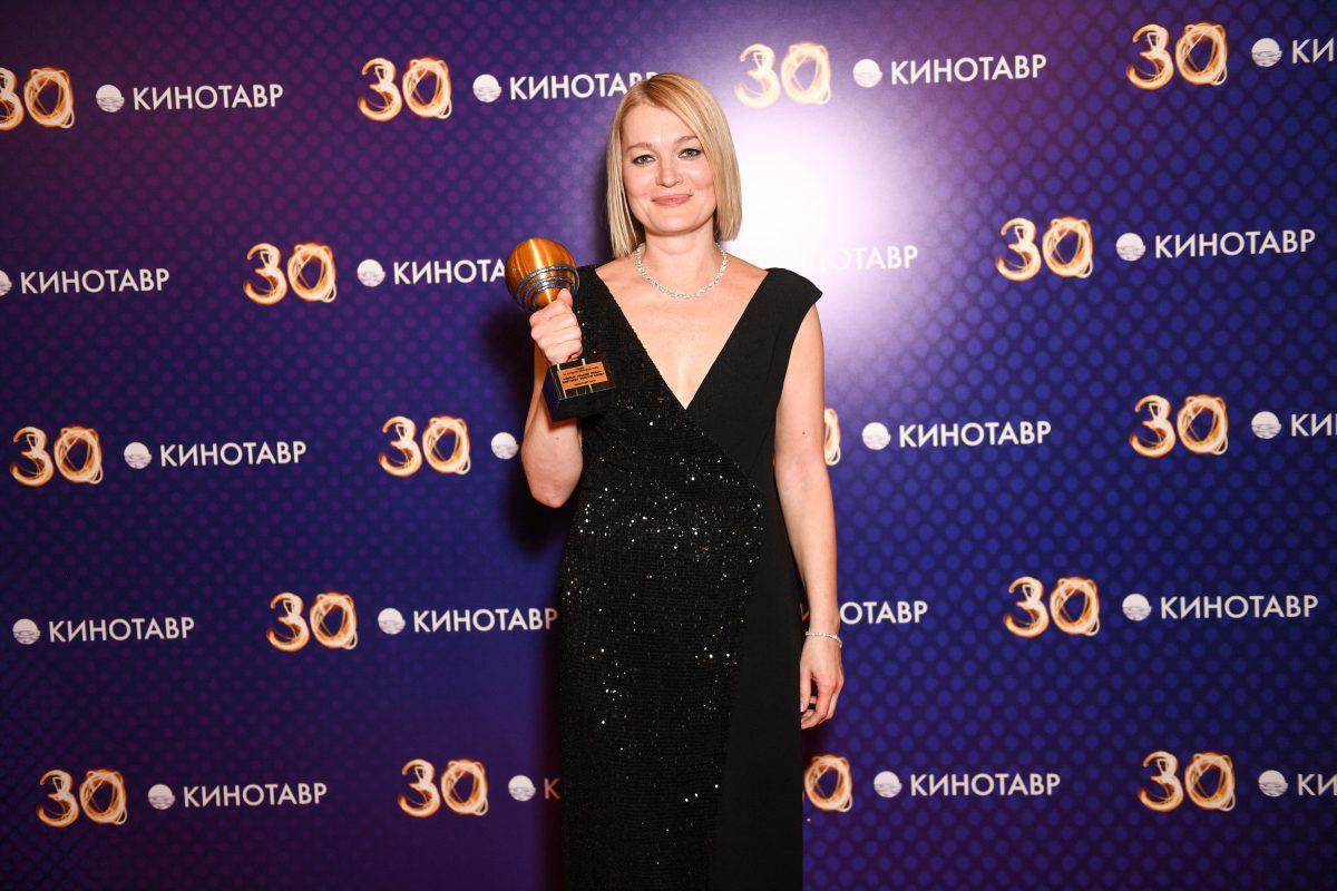 Виктория Толстоганова получила приз «Кинотавра» за «Выше неба»